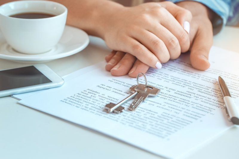 Joint tenancy, Couple rent apartment together